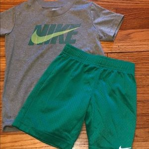 Boys 4T Nike T-shirt and shorts bundle